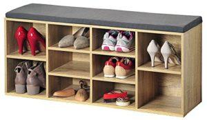 Kesper 1582013 Schuhschrank mit Sitzkissen ? Die 2 x großen Fächer sind jeweils mit einem herausnehmbaren Einlegeboden ausgestattet, wodurch sich die Höhe des Fachs verändern lässt ? Die beiden kleineren Regale verfügen über ein gepolstertes Kissen ? Platz für ca. 10 Paar Schuhe